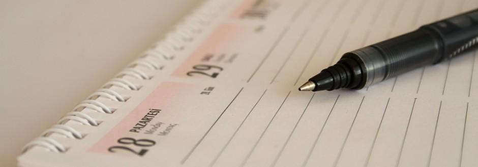 calendario e caneta
