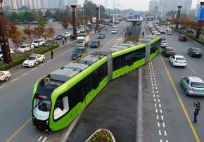 Recém inaugurado ônibus chines, rápido e elétrico.